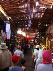tag8 in den souks von marrakesch