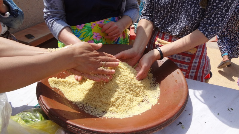 Couscous Vorbereitung beim Kochkurs