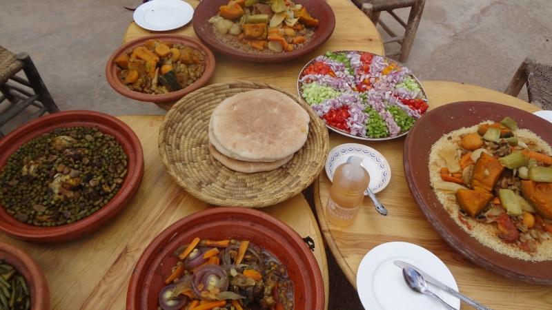 Tajine-Gerichte und Couscous - leckere Resultate des Kochkurses mit Zineb